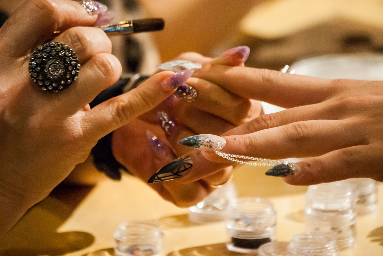 Pose de faux ongles en gel : pourquoi aller en institut ?